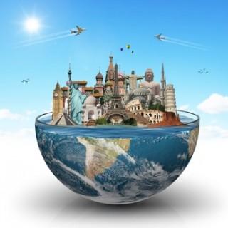 Halbe Weltkugel mit berühmten internationalen Wahrzeichen