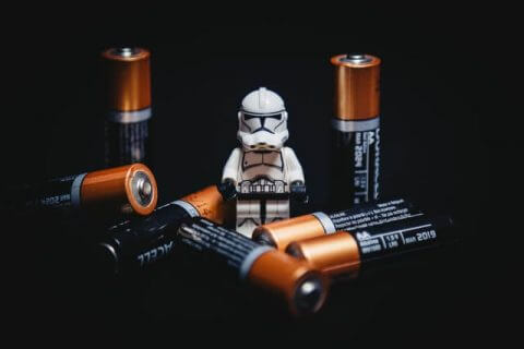 Storm Trooper, umgeben von Batterien